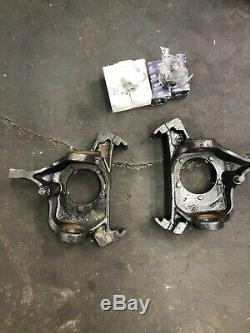 PAIR Ford Dana 60 Steering Knuckles With New Ball Joints 92-95 Left Right